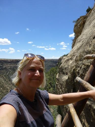 H climbing ladder to the mesa verde ruins, selfie